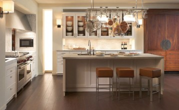Contemporary lacquer / laminate kitchen